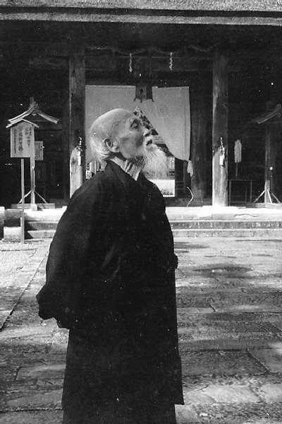 OSensei-admire-temple