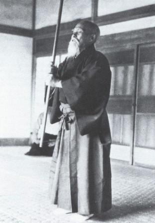 OSensei-pratiquant-le-Chinkon-Kishin