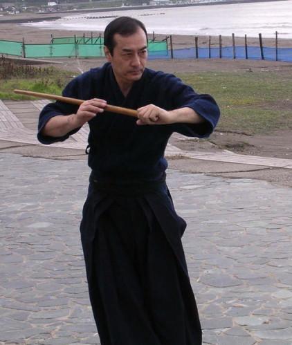 tetsuzan-kuroda-pratiquant-le-kenjutsu