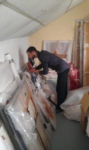 Yon Costes dans son atelier