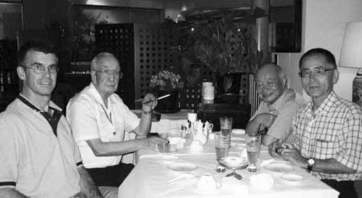 Toby Threadgill, Dr. Ryozo Fujiwara,Tatsuno Yorihisa et Shingo Ohgami à Tokyo, 25 juillet 2007
